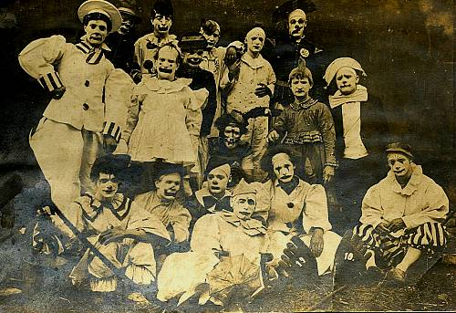clownsgroup1910.jpg
